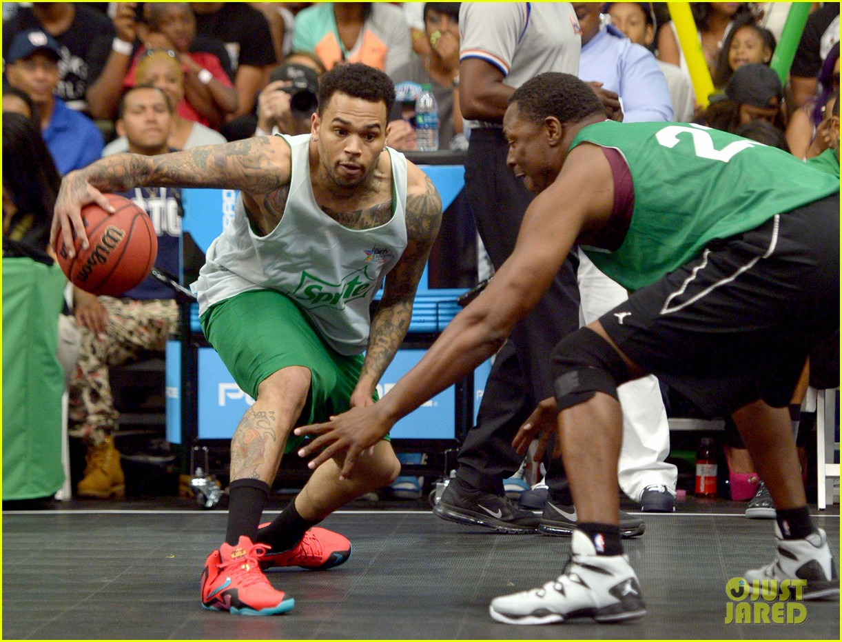 justin bieber chris brown bet celeb basketball game 253145700