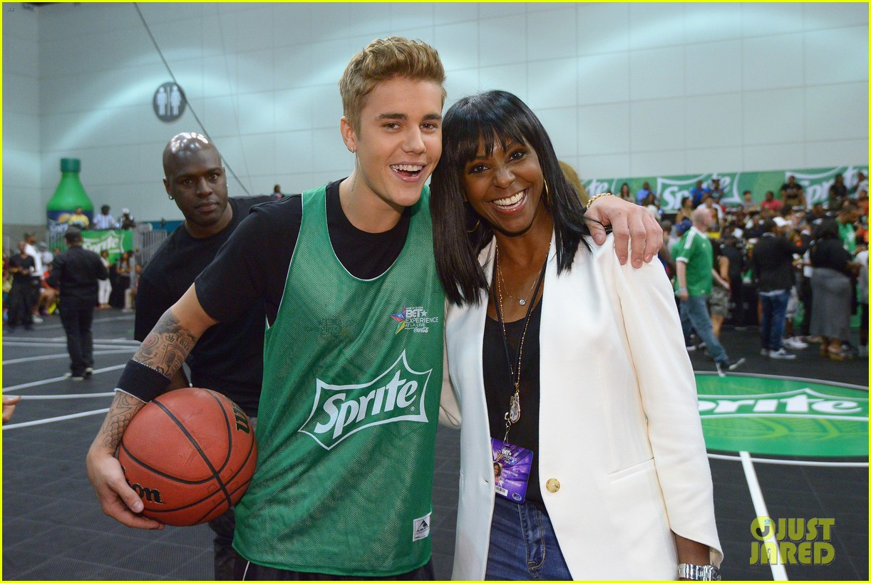 justin bieber chris brown bet celeb basketball game 363145711