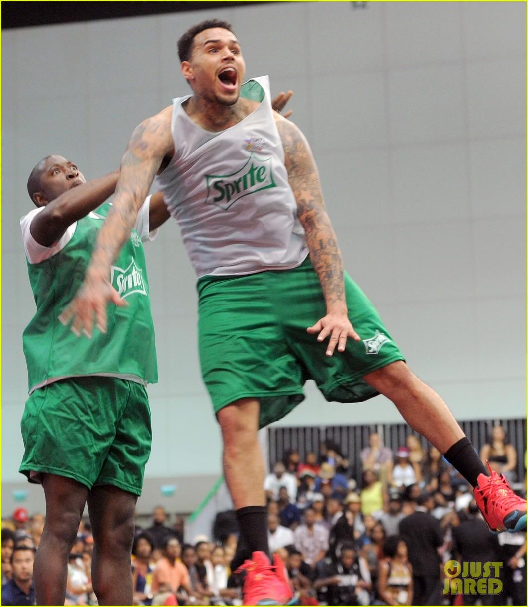 justin bieber chris brown bet celeb basketball game 373145712