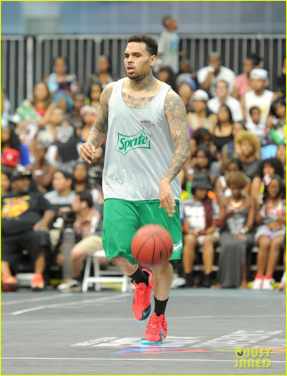 justin bieber chris brown bet celeb basketball game 383145713
