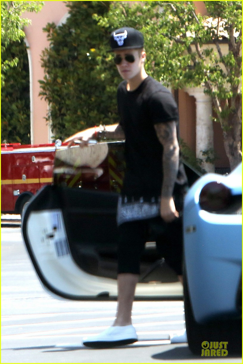 justin bieber gets into minor car crash in beverly hills 033142710