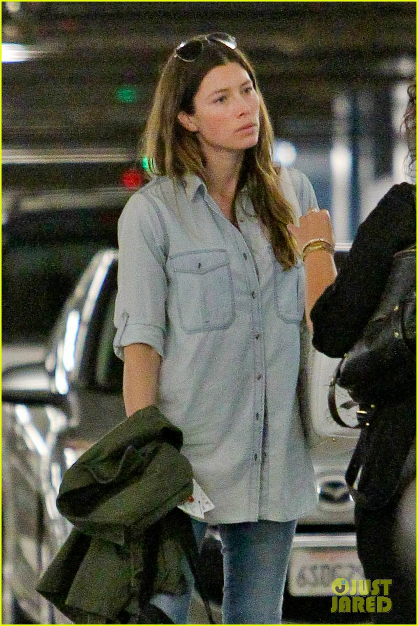 jessica biel wants you to see an amazing art exhibit before it closes 023143865