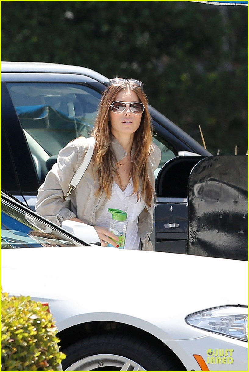 jessica biel finds justin timberlake at the golf course 023144959