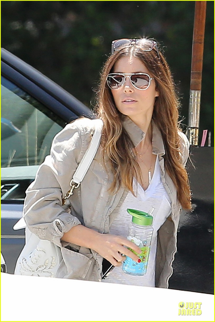 jessica biel finds justin timberlake at the golf course 063144963