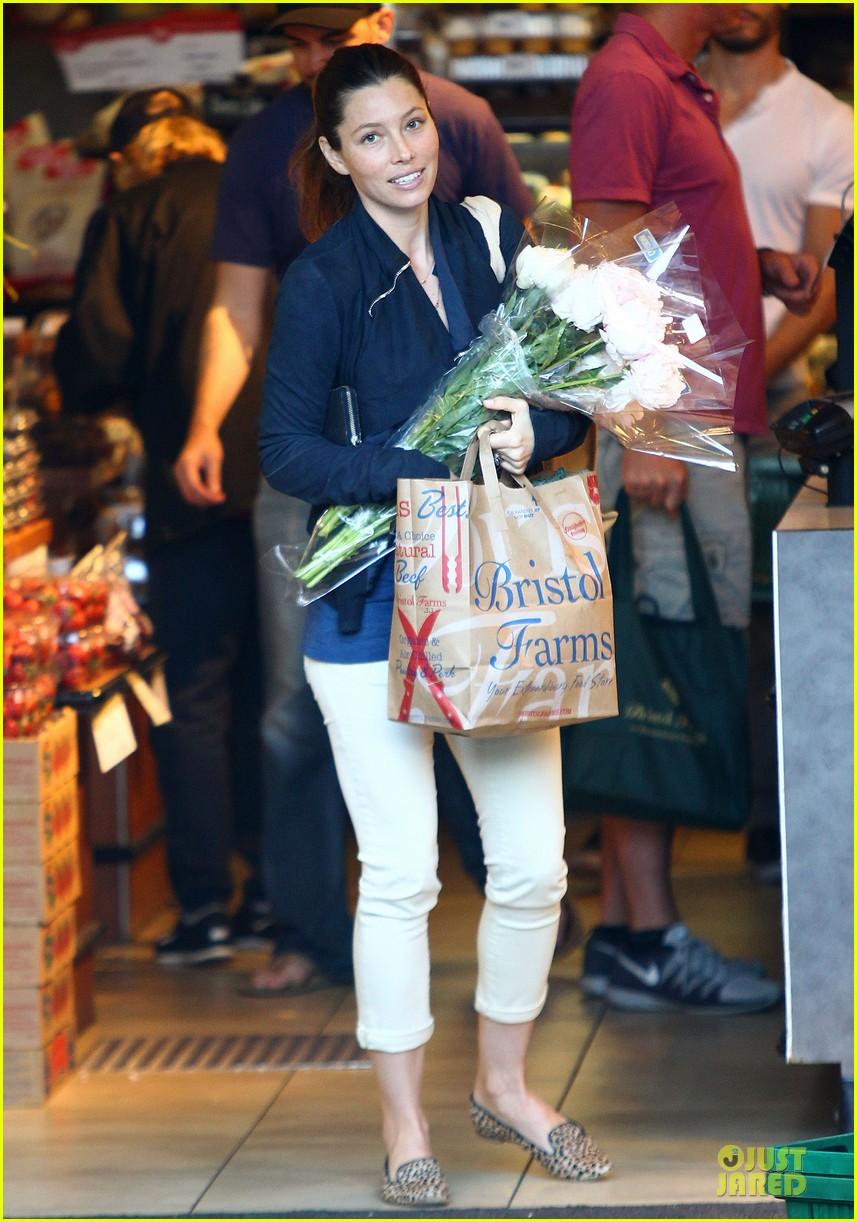 jessica biel looks happy to smell like flowers 033135802