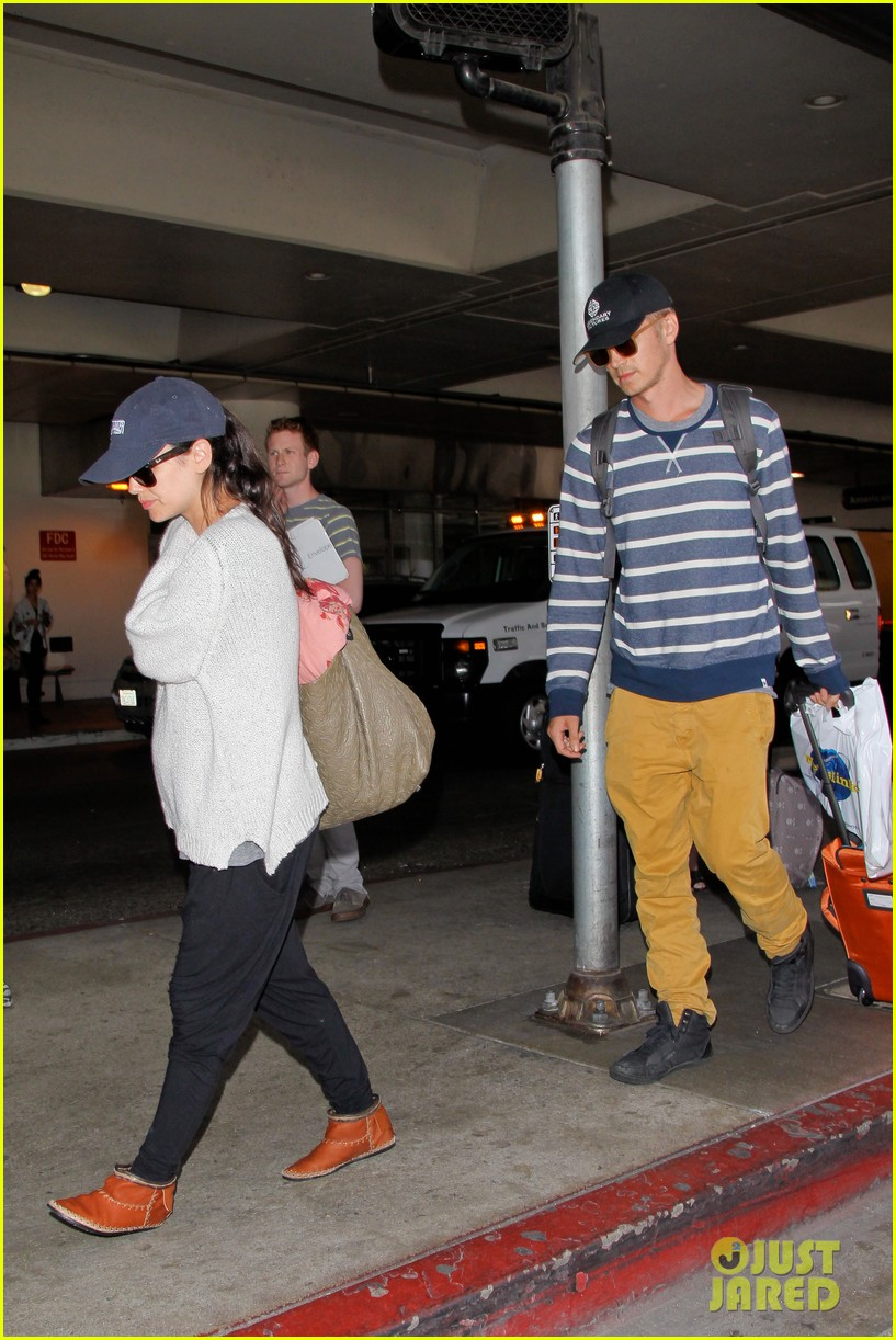 pregnant rachel bilson hayden christensen return from barbados 053139462