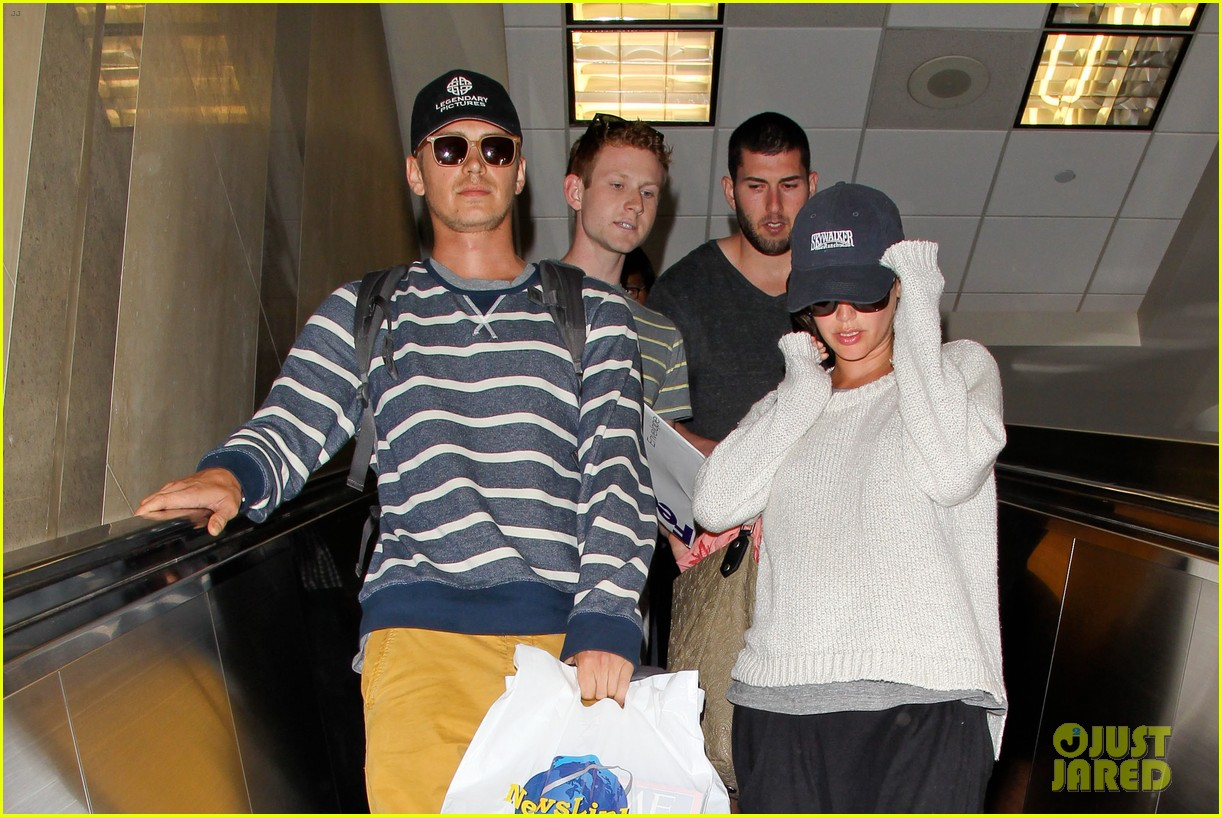 pregnant rachel bilson hayden christensen return from barbados 123139469
