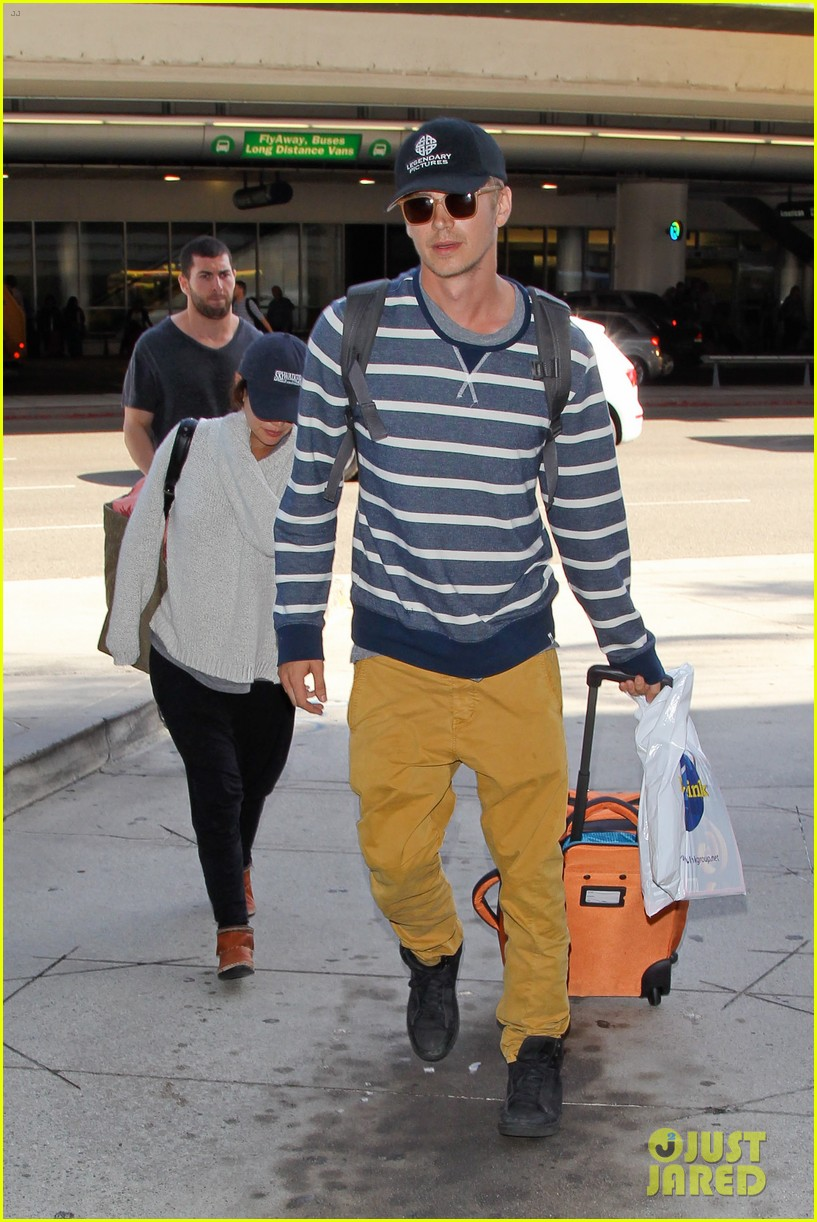 pregnant rachel bilson hayden christensen return from barbados 183139475