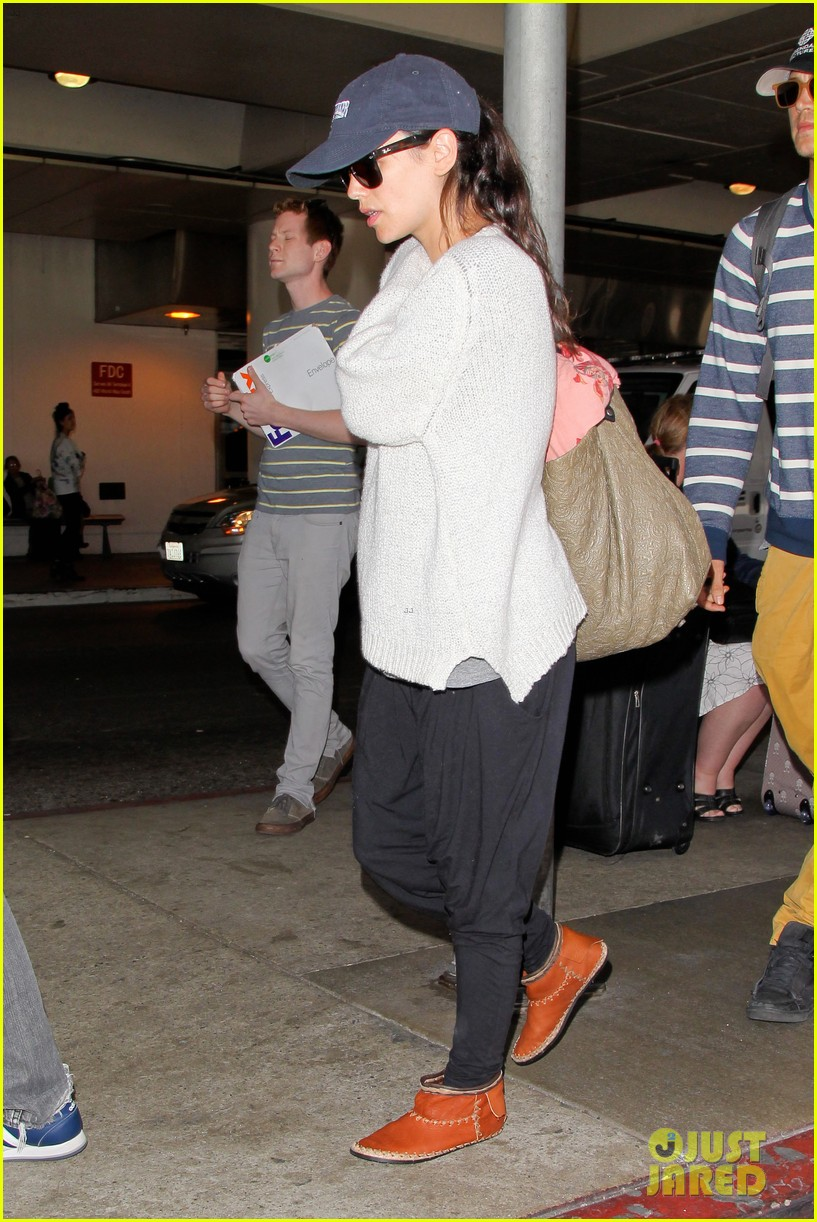 pregnant rachel bilson hayden christensen return from barbados 213139478