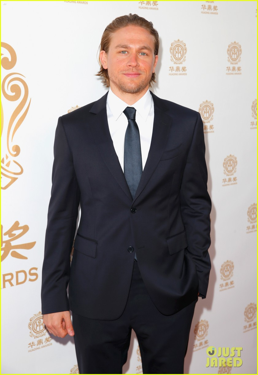 orlando bloom charlie hunnam two very handsome guys at huading awards 023126153