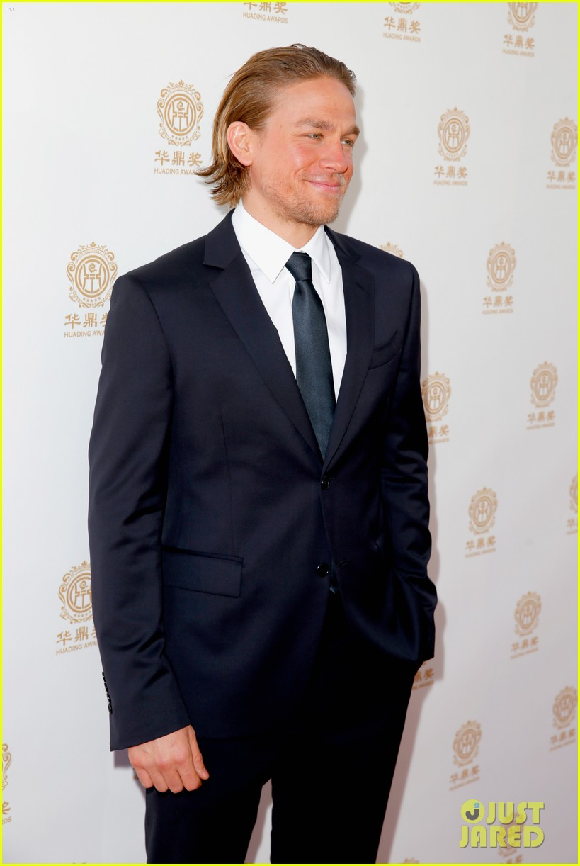 orlando bloom charlie hunnam two very handsome guys at huading awards 053126156