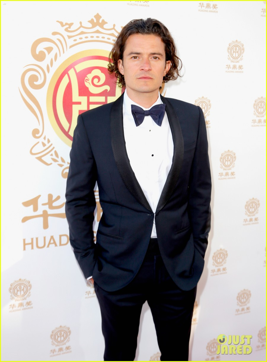 orlando bloom charlie hunnam two very handsome guys at huading awards 093126160