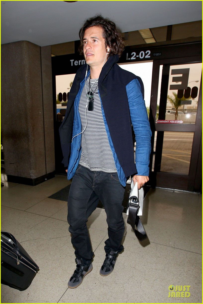 orlando bloom jets out for tony awards 073130489
