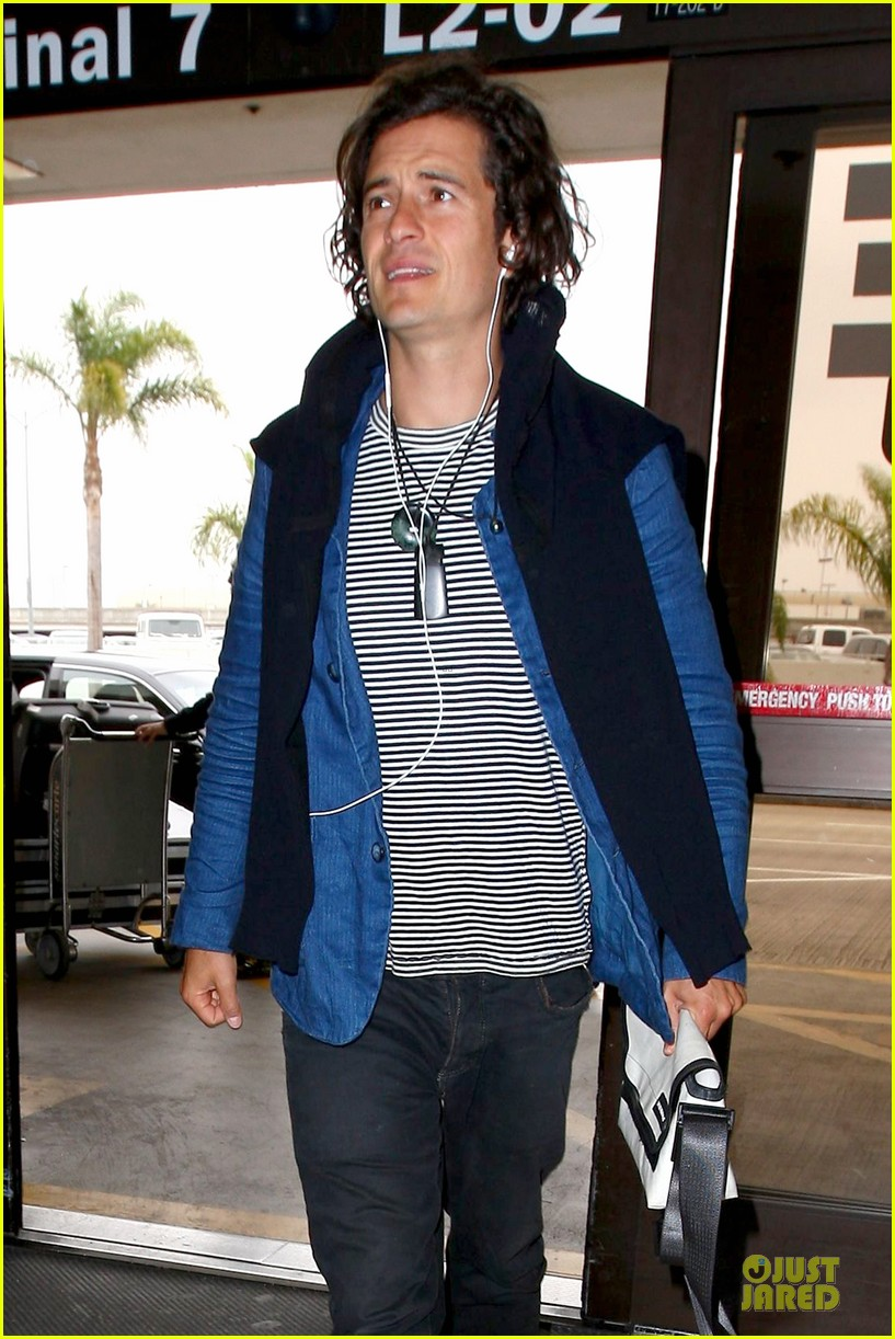 orlando bloom jets out for tony awards 08