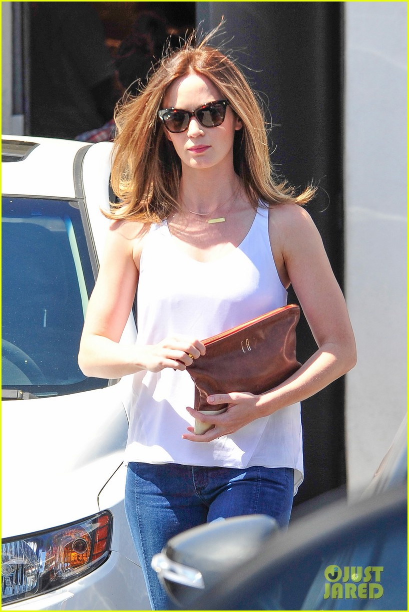 emily blunt four months after baby health 353140416