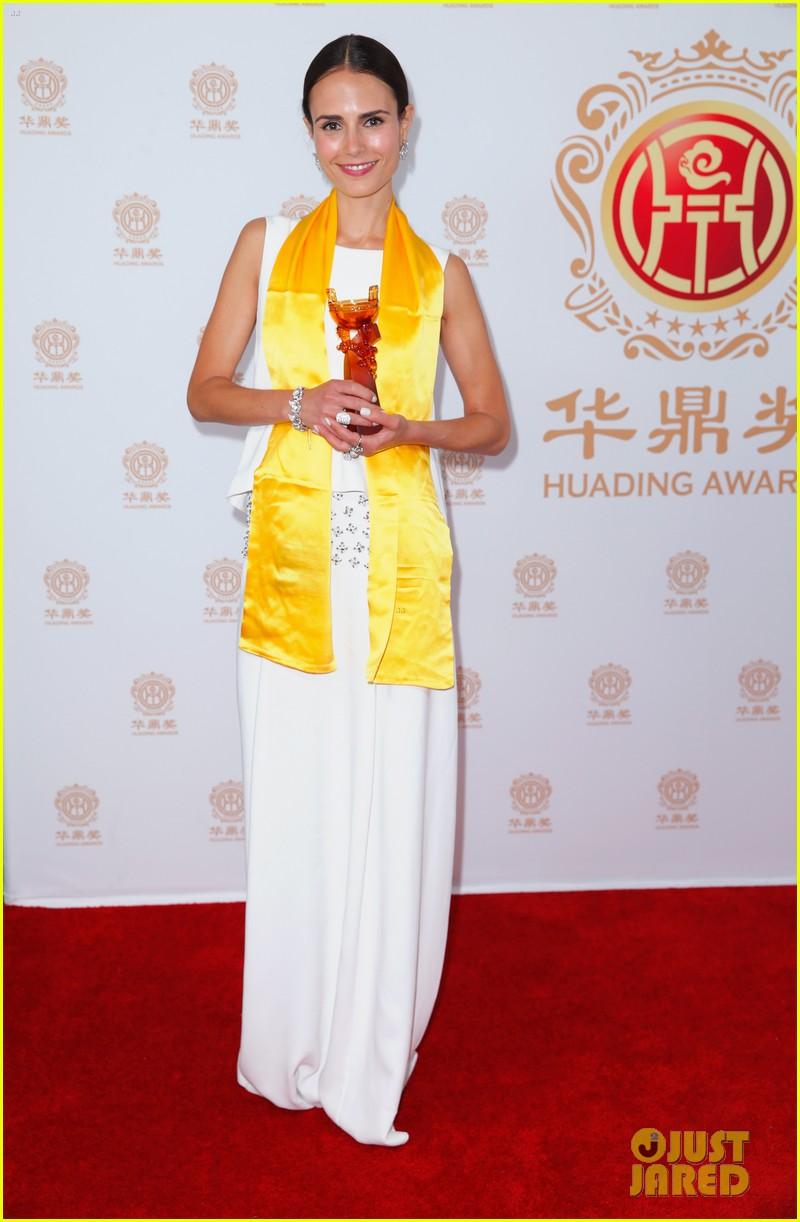 jordana brewster tyrese accept award at huading film awards 2014 163126227