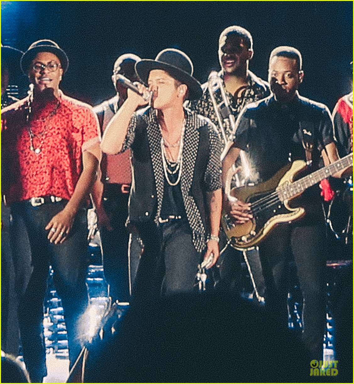 bruno mars knows how to wow hollywood celebrities 043126745