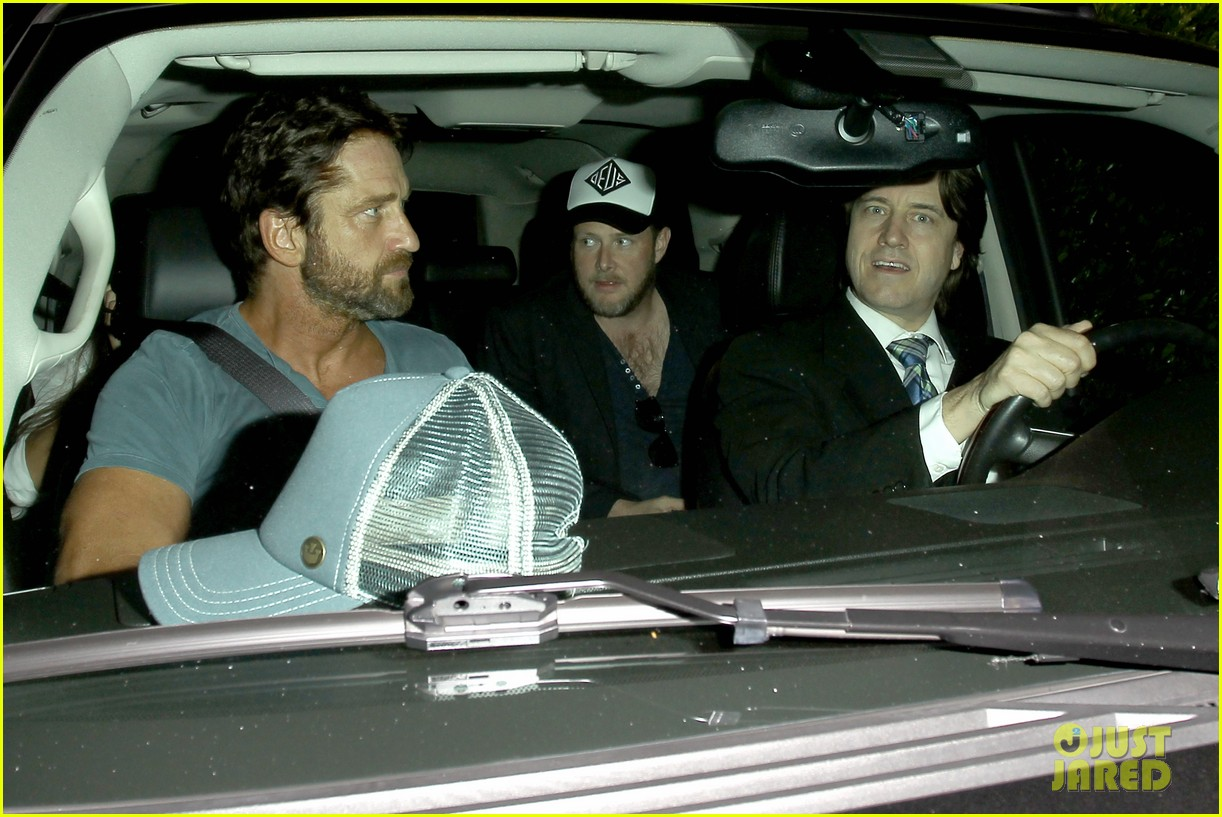 gerard butler brings his buff bod to dinner with friends 013129836
