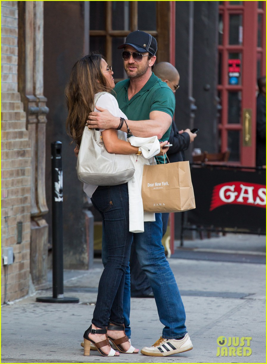 gerard butler hugs kisses mystery woman 013135017