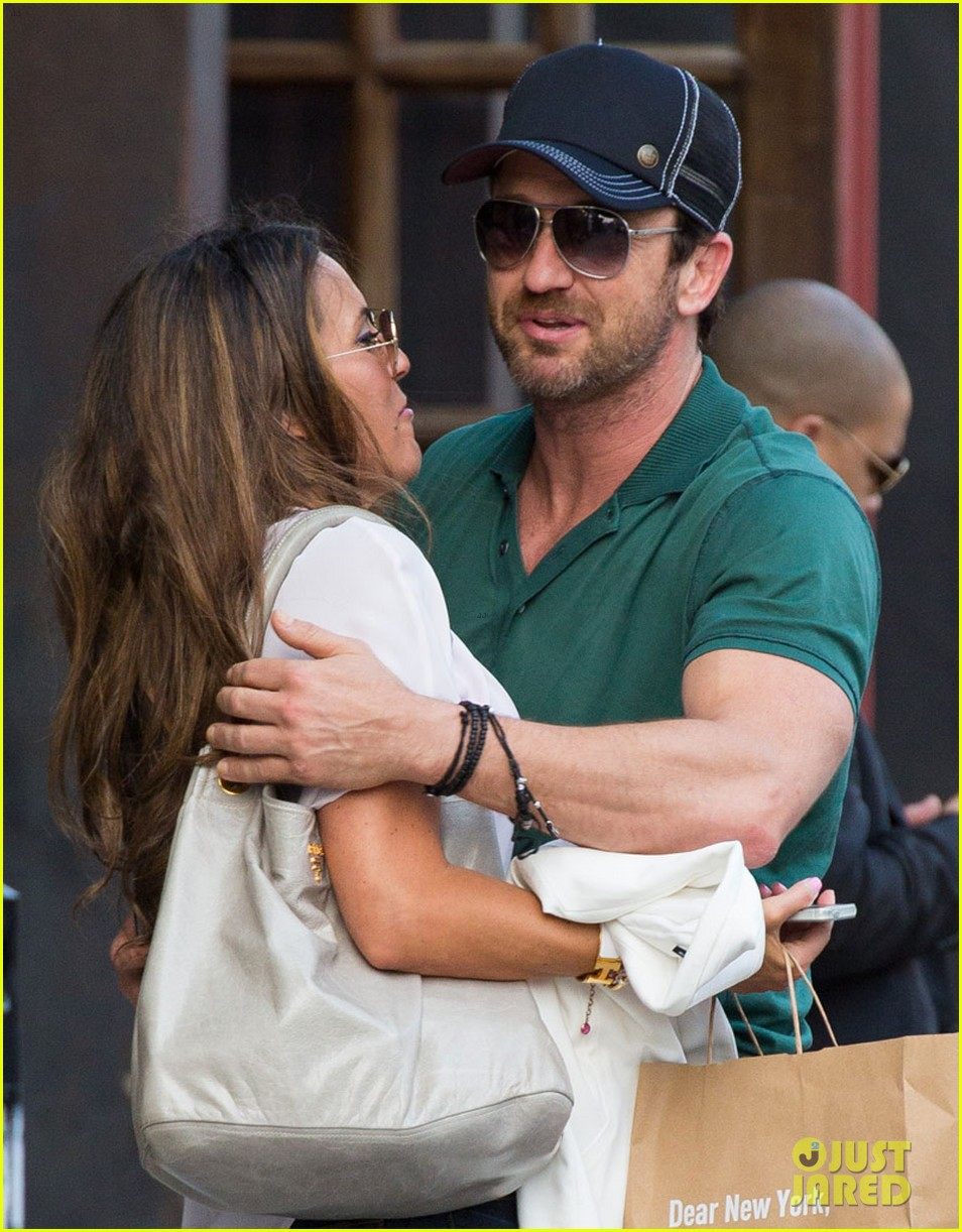 gerard butler hugs kisses mystery woman 043135020