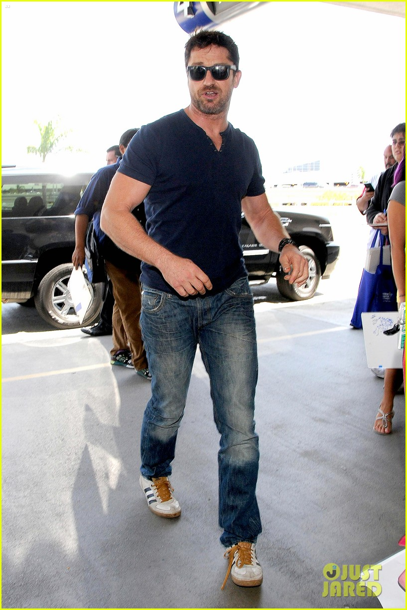 gerard butler jets out of town after quick trip 01