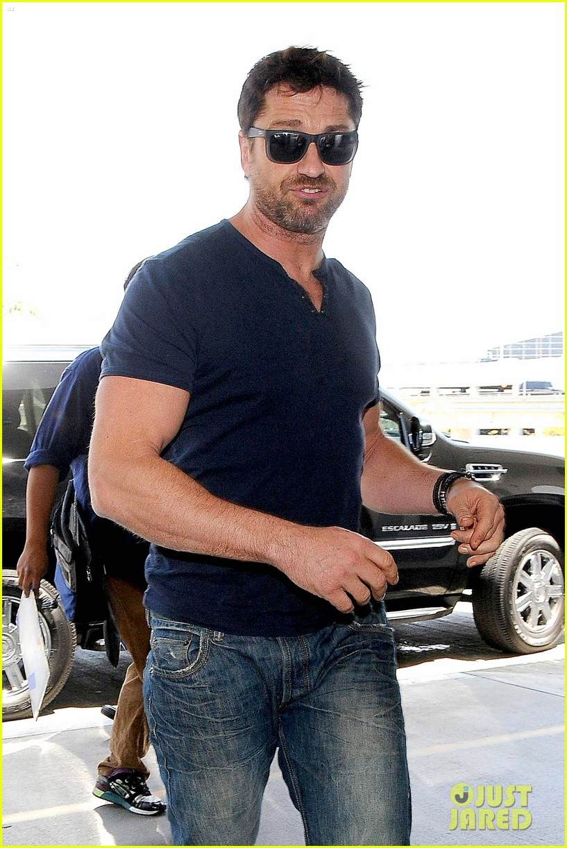 gerard butler jets out of town after quick trip 023133433