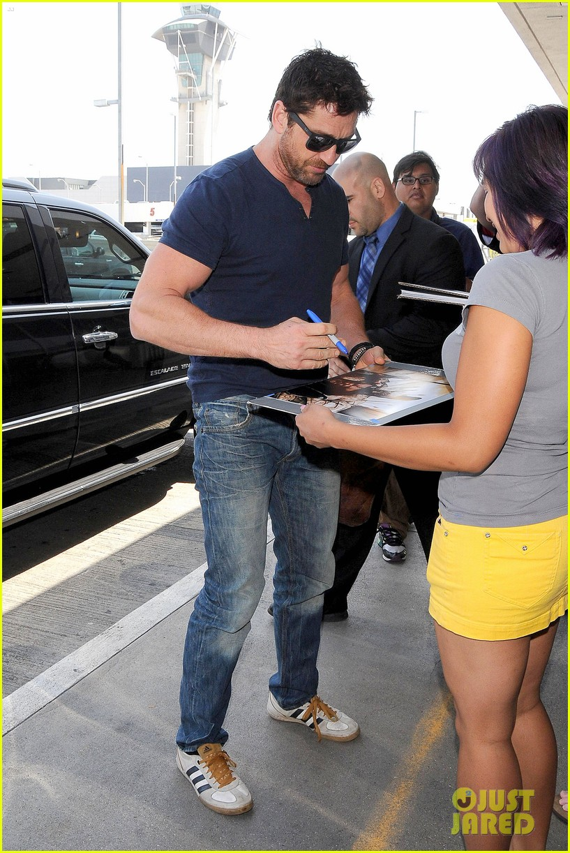 gerard butler jets out of town after quick trip 05