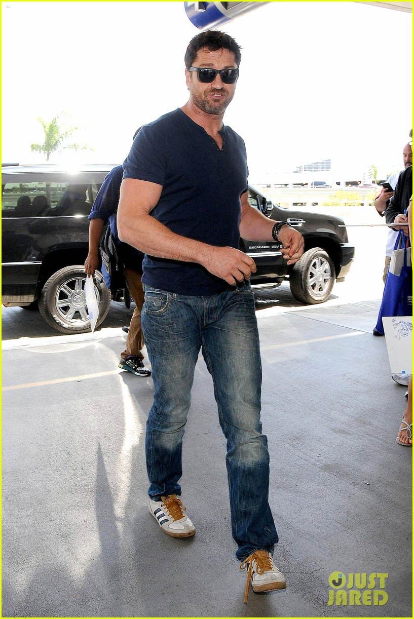 gerard butler jets out of town after quick trip 063133437