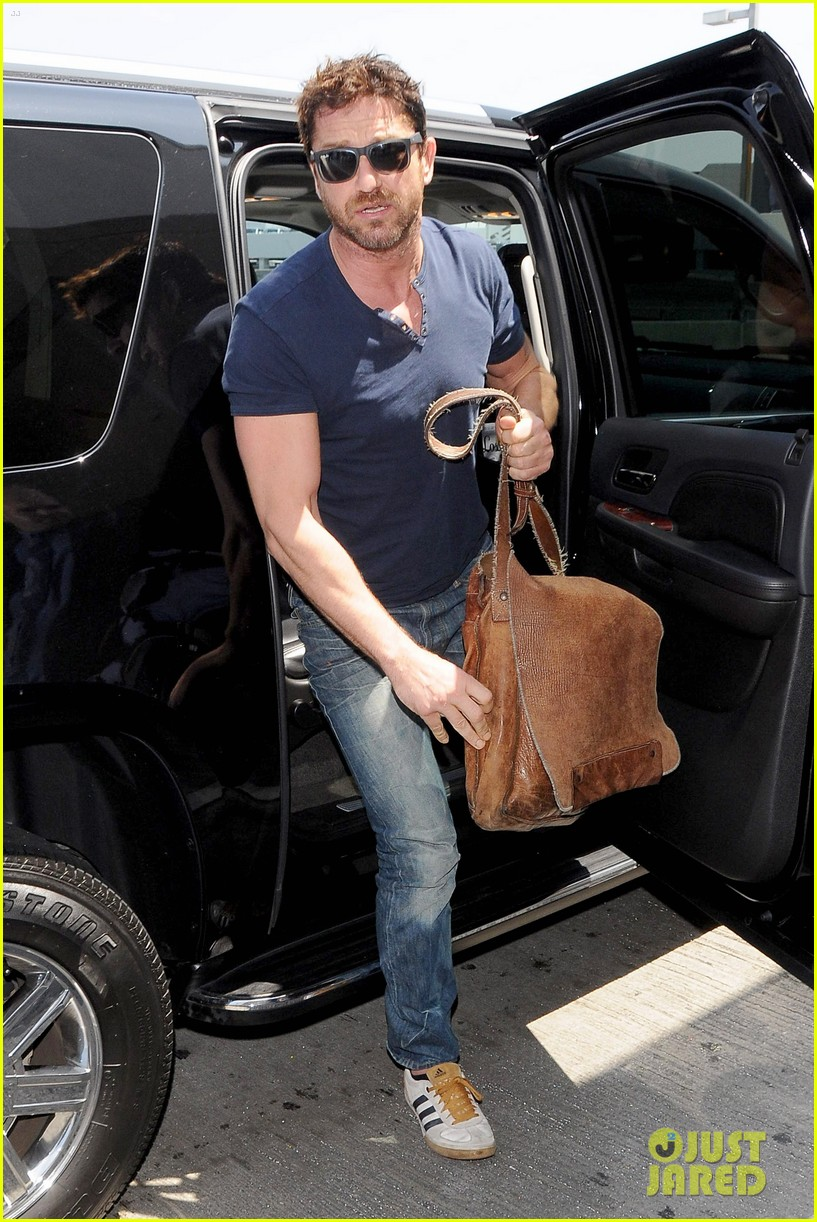 gerard butler jets out of town after quick trip 073133438