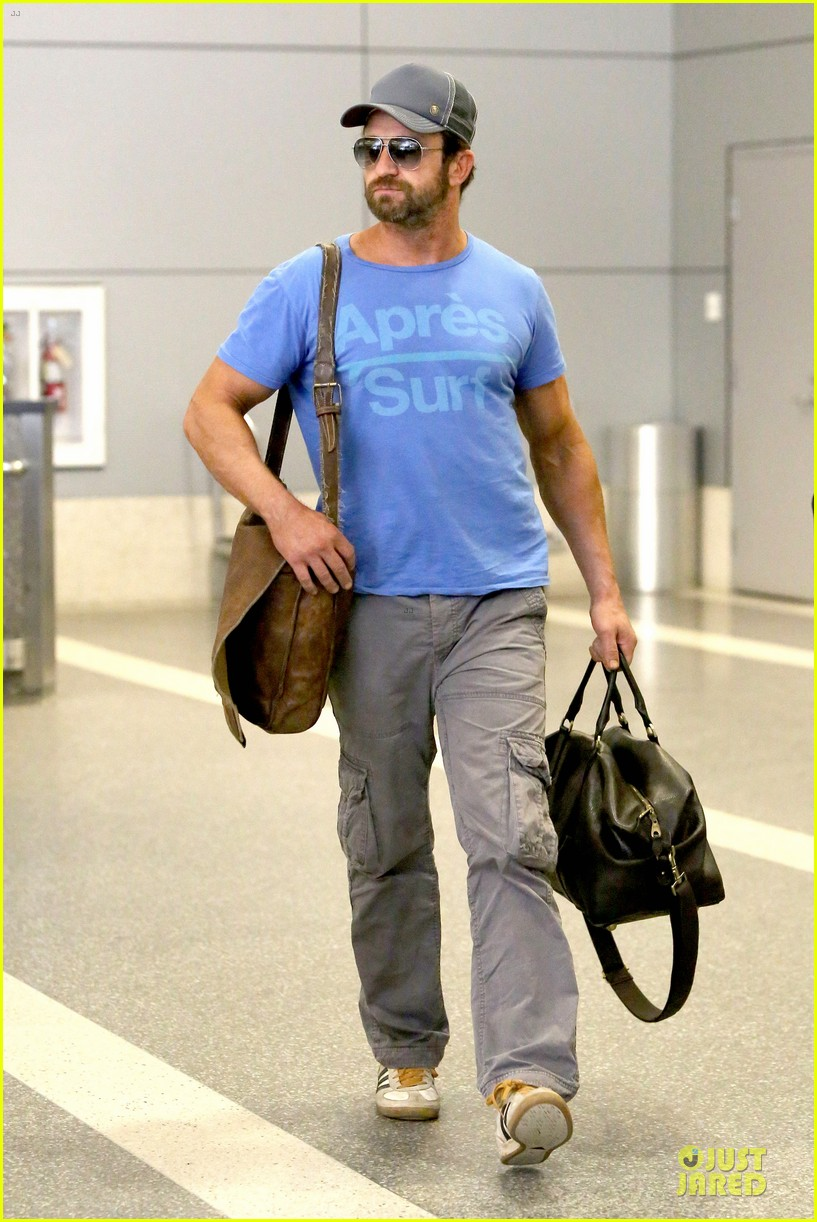 gerard butler has surfing on his mind 123128966