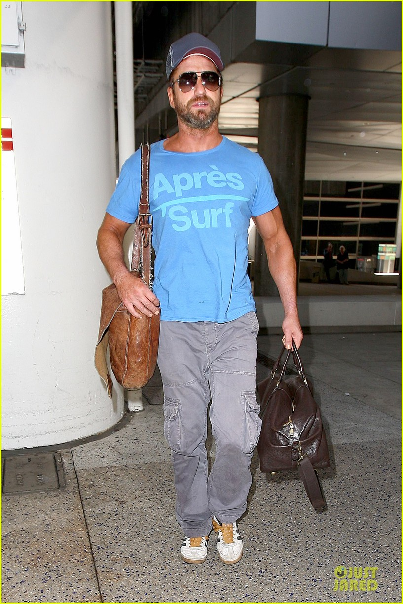 gerard butler has surfing on his mind 203128974