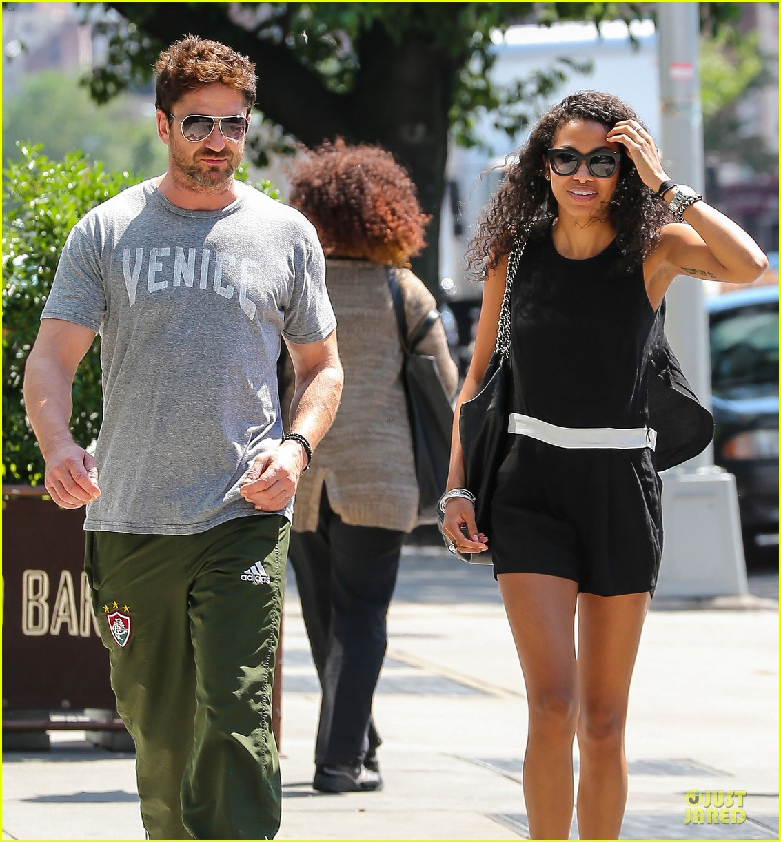 gerard butler venice on stroll with mystery woman 043136748