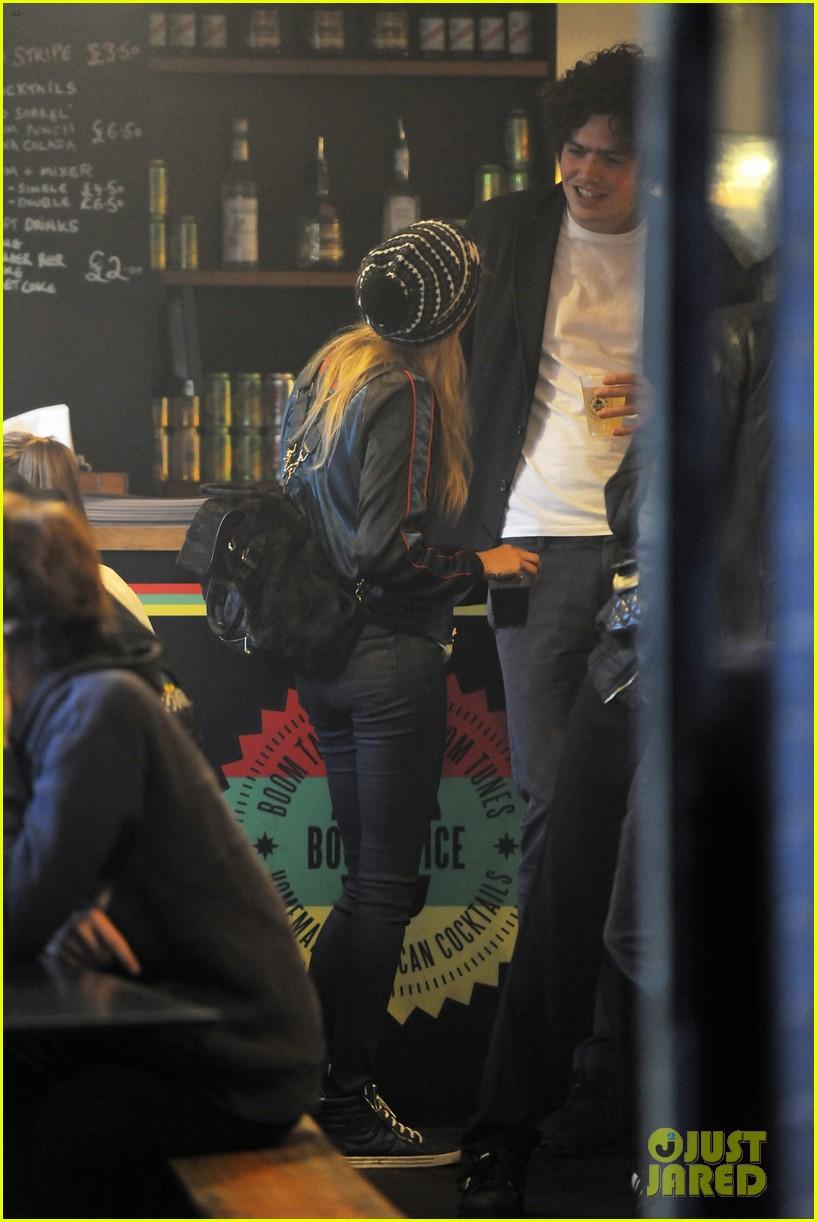 cara delevingne shows off fake baby bump 213127731