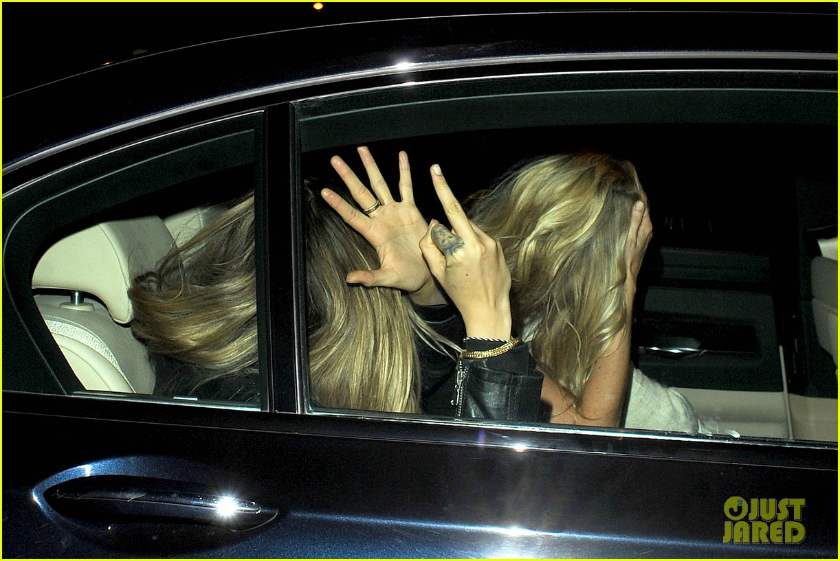 cara delevingne flips off paparazzi in london 123145491
