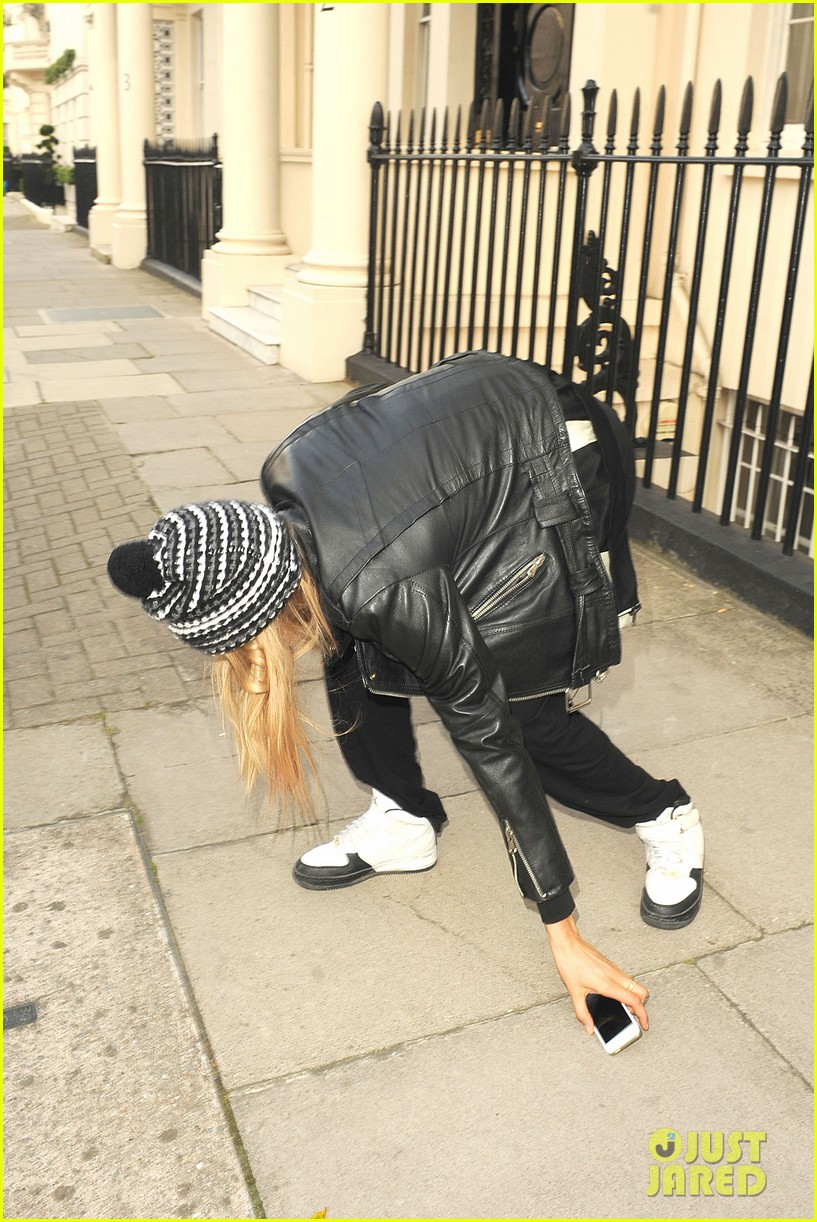 cara delevingne flips off paparazzi in london 223145501