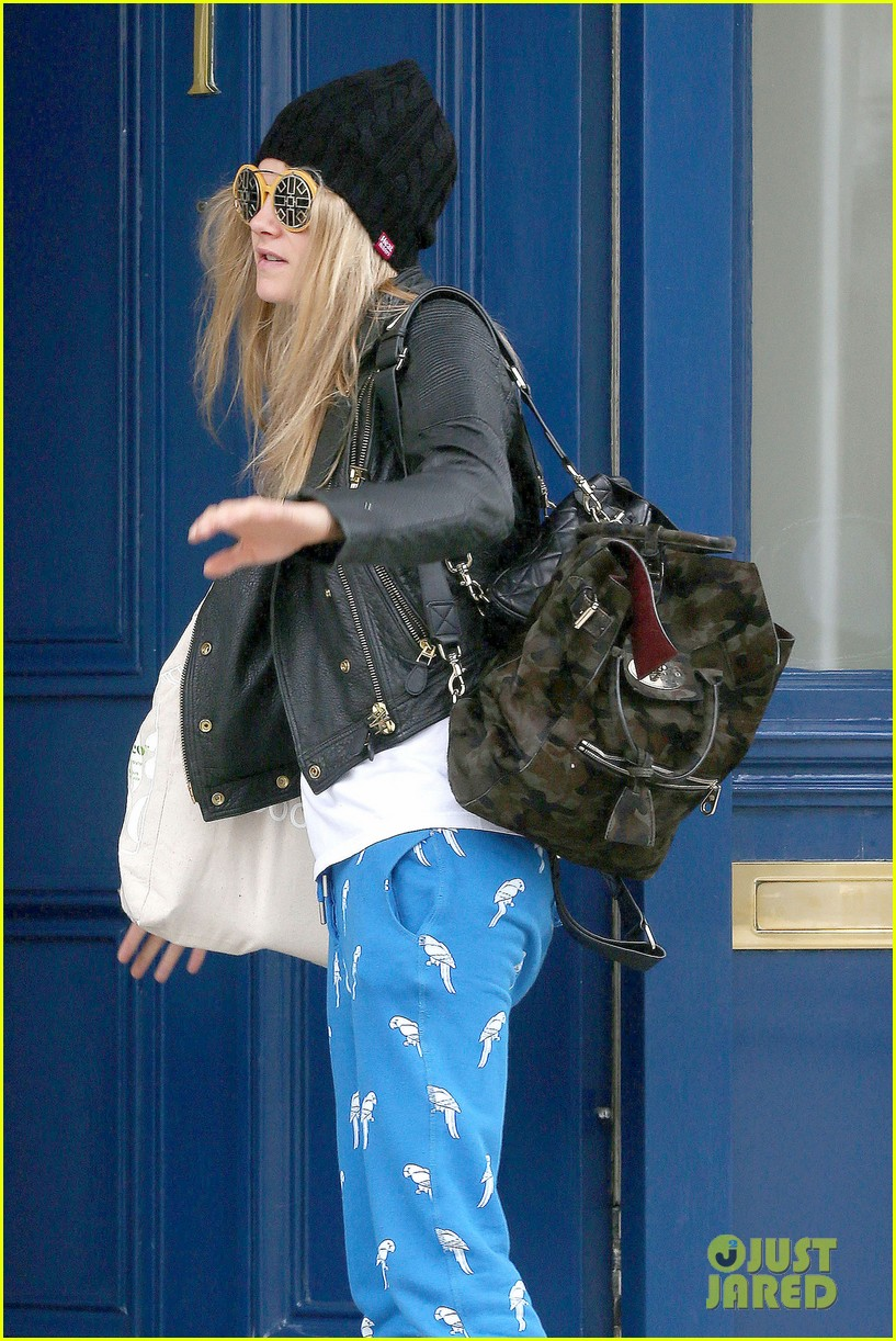 cara delevingne guardian article fans paps 043136714