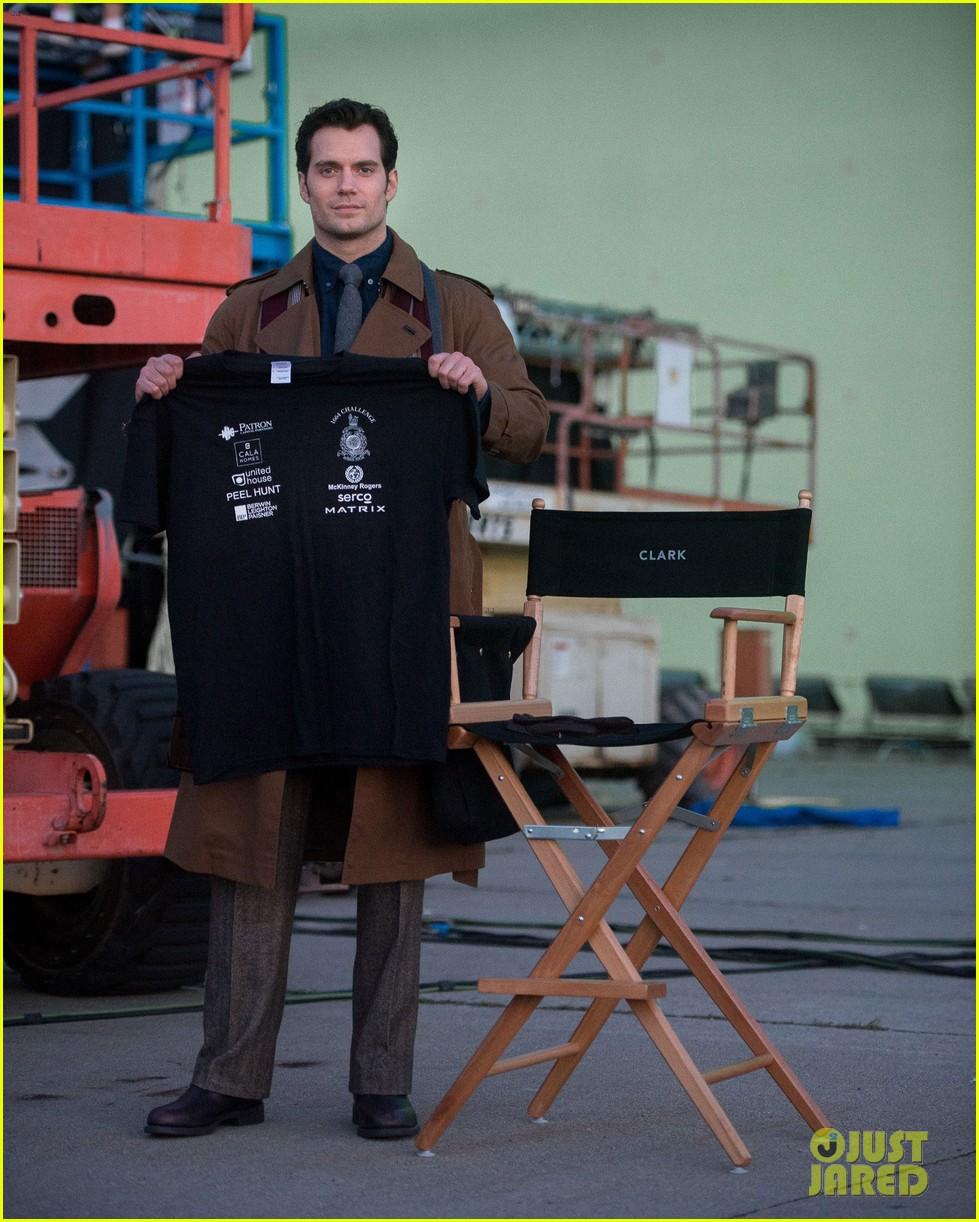henry cavill pictured on batman v superman set3147009