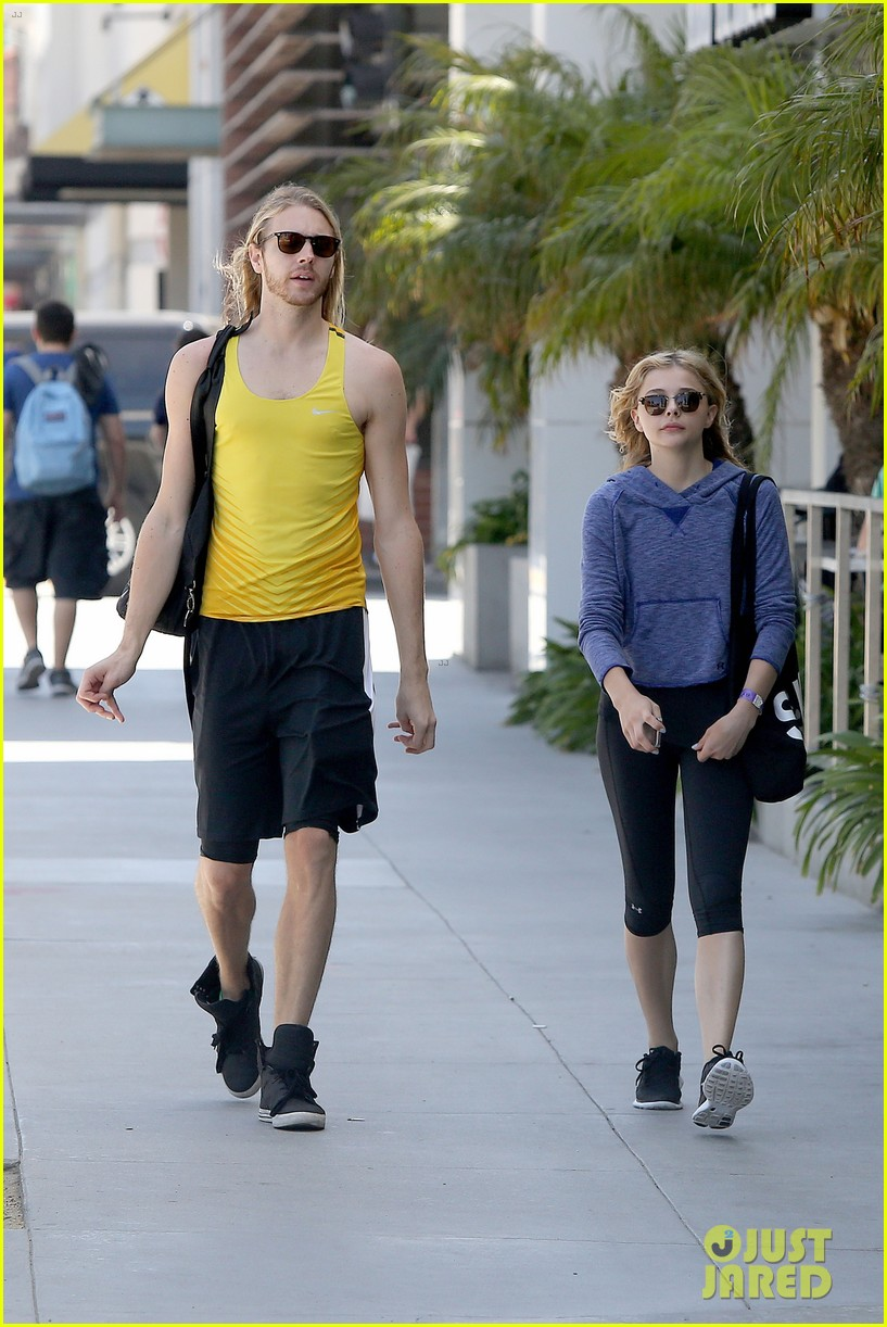 chloe moretz isnt in hollywood for parties red carpets 093125943