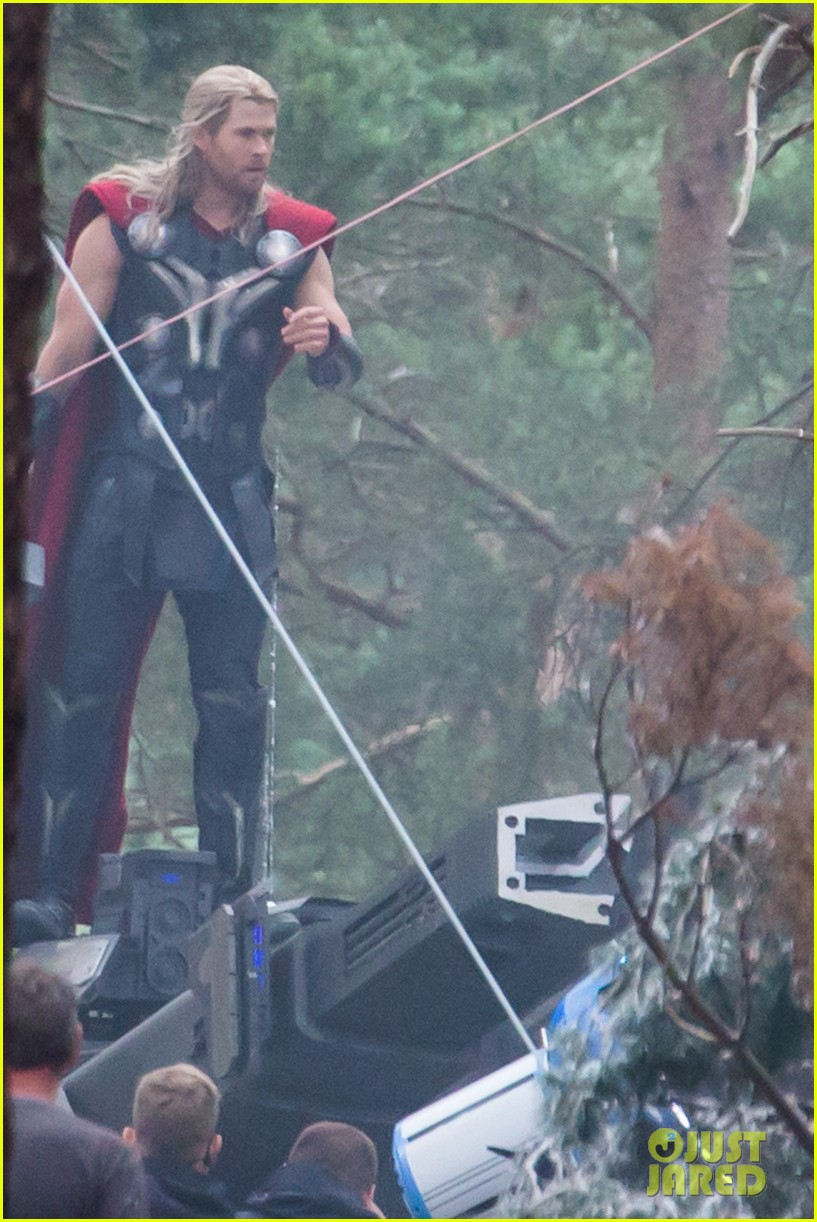 chris hemsworth back in costume as thor 13