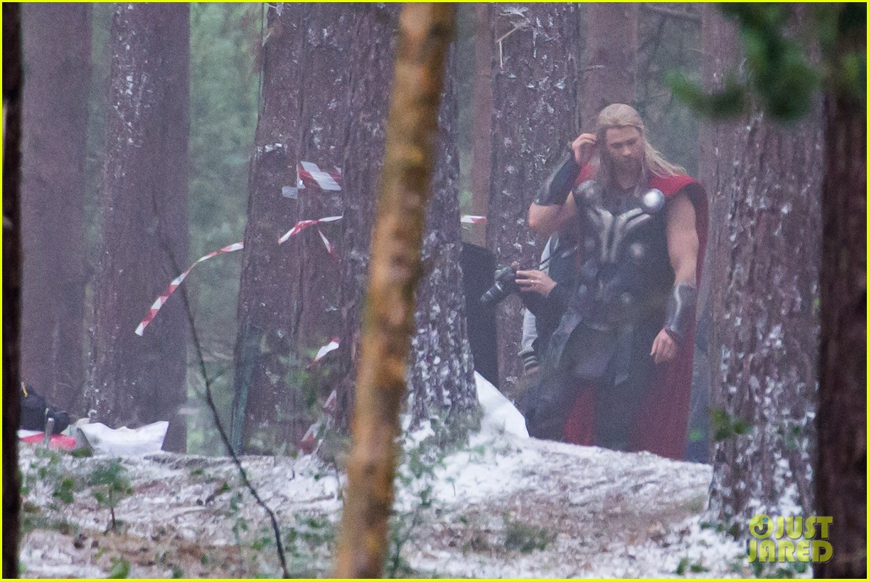chris hemsworth back in costume as thor 173144630