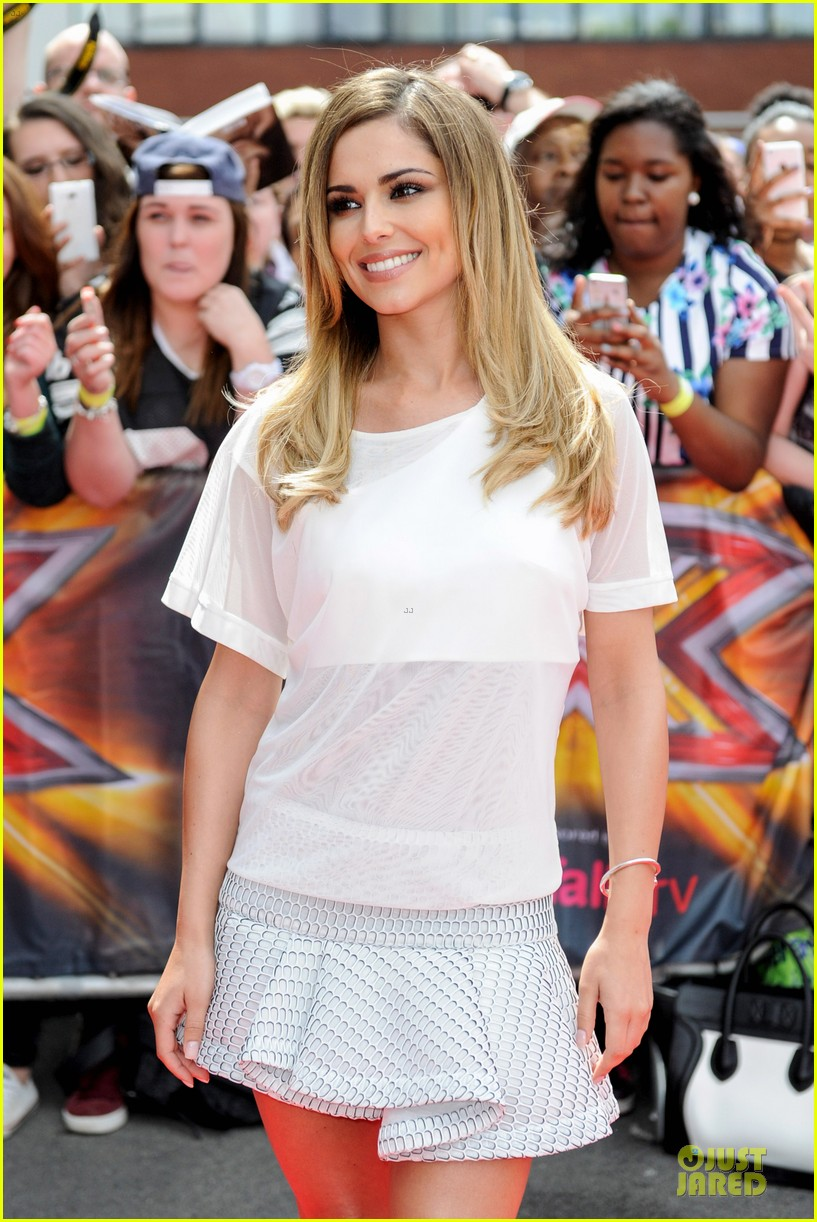 cheryl cole shows off her toned abs for crazy stupid love 073137056