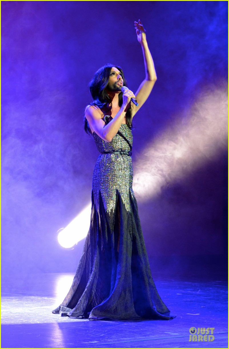 conchita wurst christopher street day gala 133140455