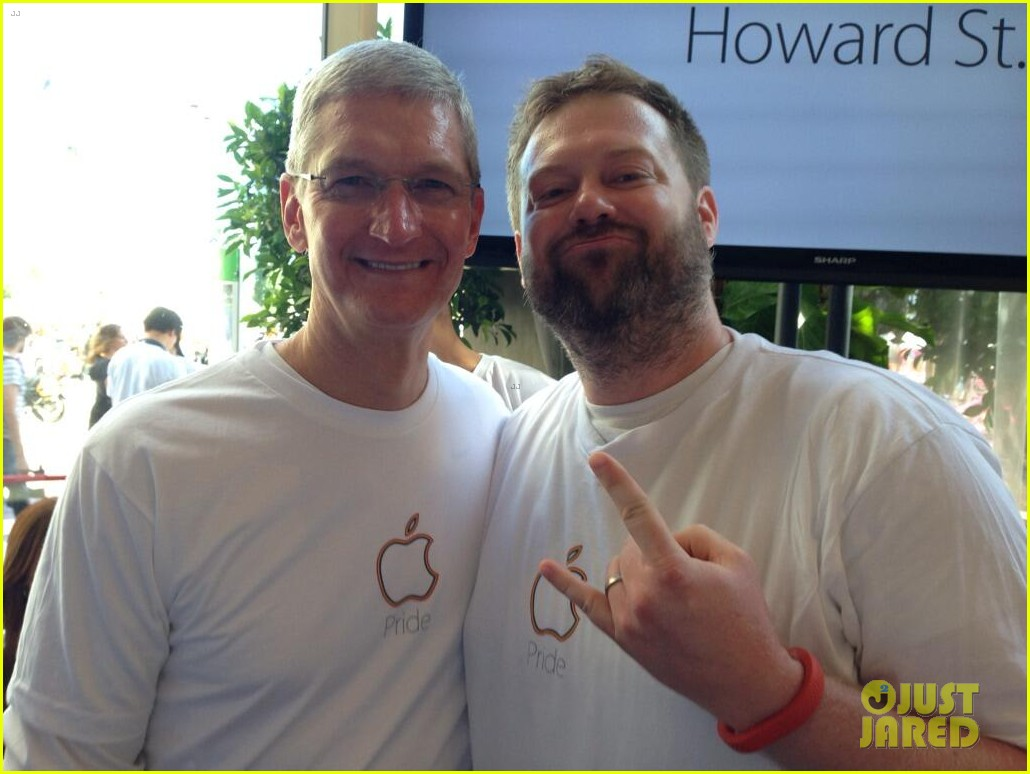 tim cook attends pride event3146693