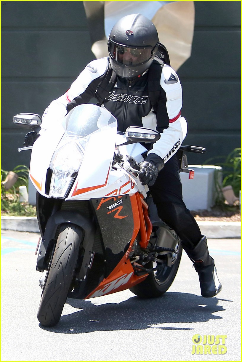 bradley cooper goes incognito in his motorcycle gear 013141731