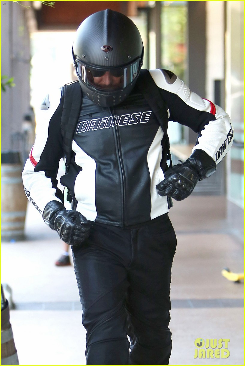 bradley cooper goes incognito in his motorcycle gear 063141736