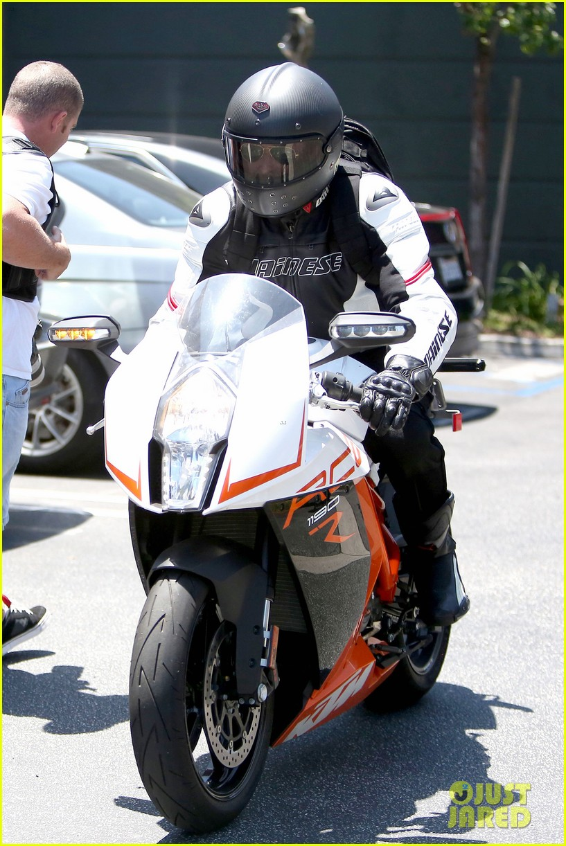 bradley cooper goes incognito in his motorcycle gear 103141740