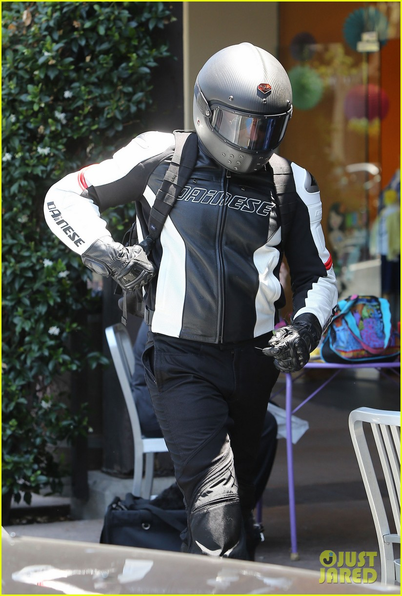 bradley cooper goes incognito in his motorcycle gear 153141745
