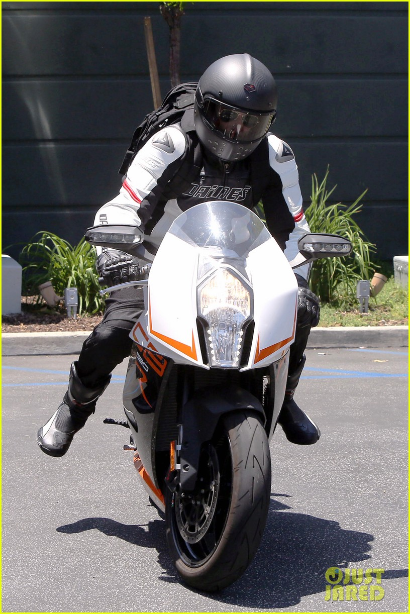 bradley cooper goes incognito in his motorcycle gear 163141746
