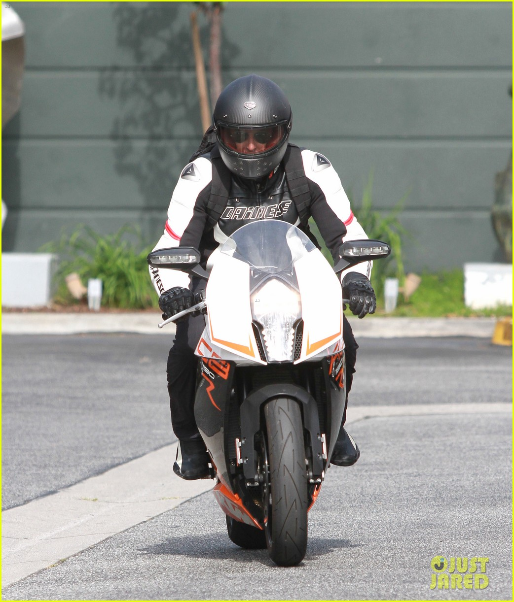 bradley cooper goes incognito in his motorcycle gear 193141749