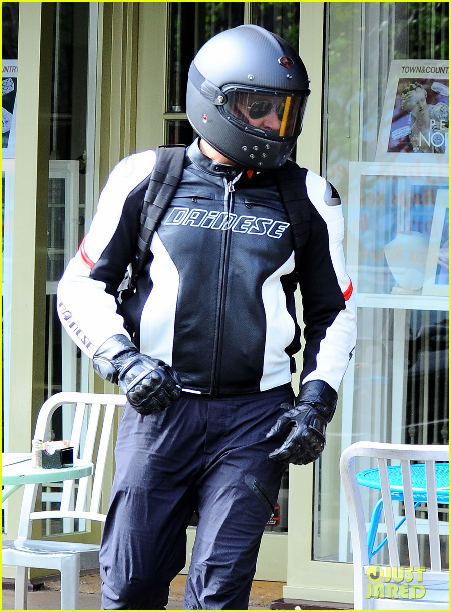 bradley cooper goes incognito in his motorcycle gear 213141751